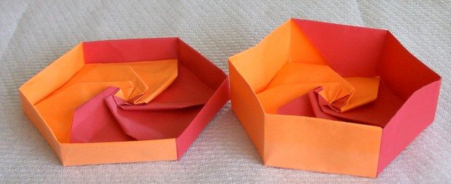 2 sheet hex box.  Two sheets of American letter are used for both the lid and the base.